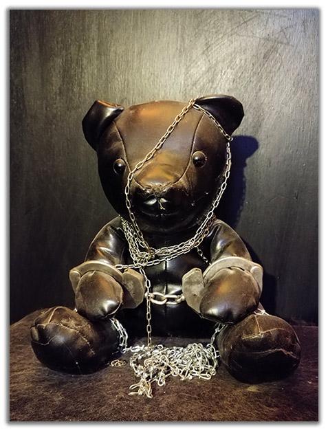 ours enchaîné