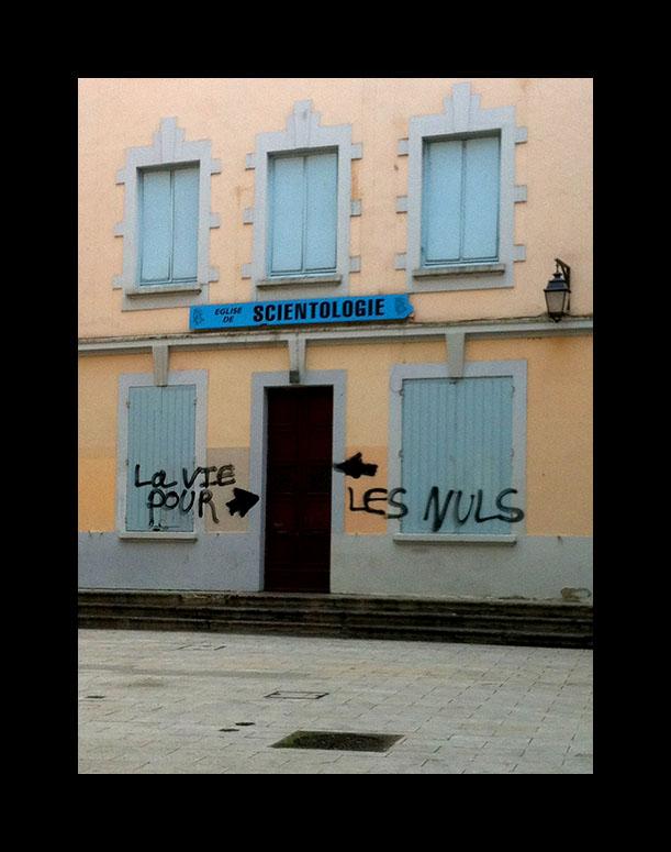 Graffiti scientologie Lyon